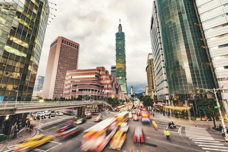 台湾現地での交通機関、地理にも精通するプロ探偵の調査です。