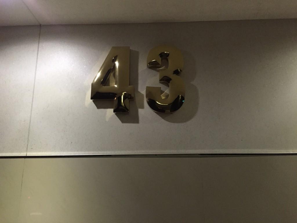 エレベーターに乗り43Fへ