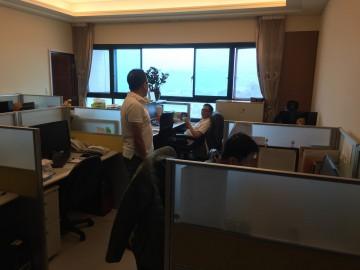 トラストジャパン台北事務所には日本語の使えるスタッフが対応します。